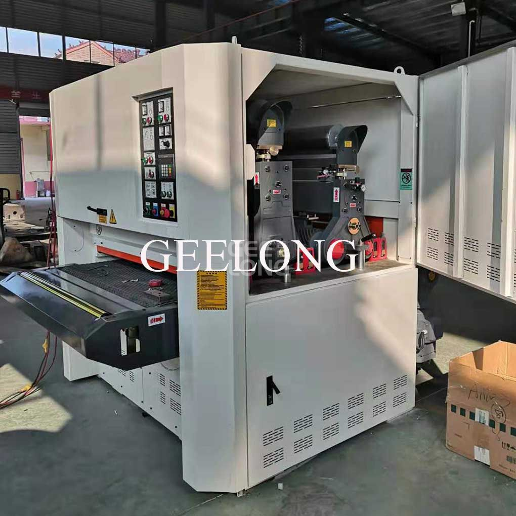 Plywood sanding machine
